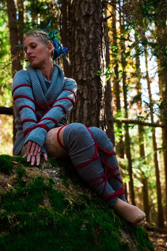 Wald Bondage Outdoor