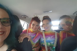 autofahrt bodypainting regenbogenparade wien