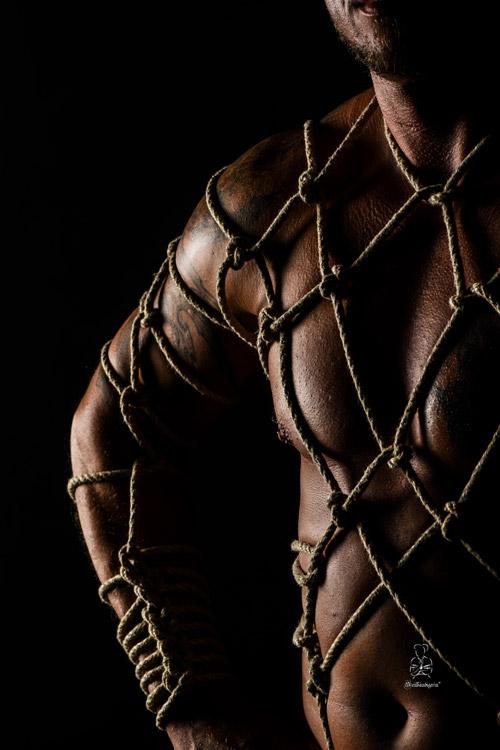 Muskeln und Seile eine schöne Kombination bei Männern