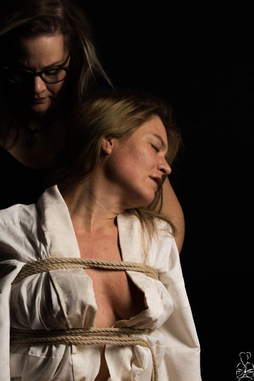 Rope Bondage Shooting mit Frauen
