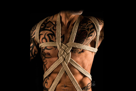Torso Bondage Foto Projekt mit tollen Körpern